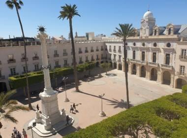 1280px-Plaza_Constitución_Almería_2