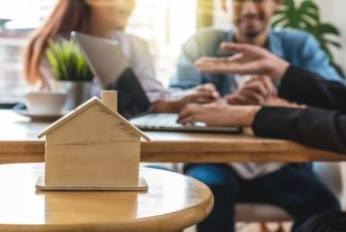 firma de un contrato de compraventa de una vivienda